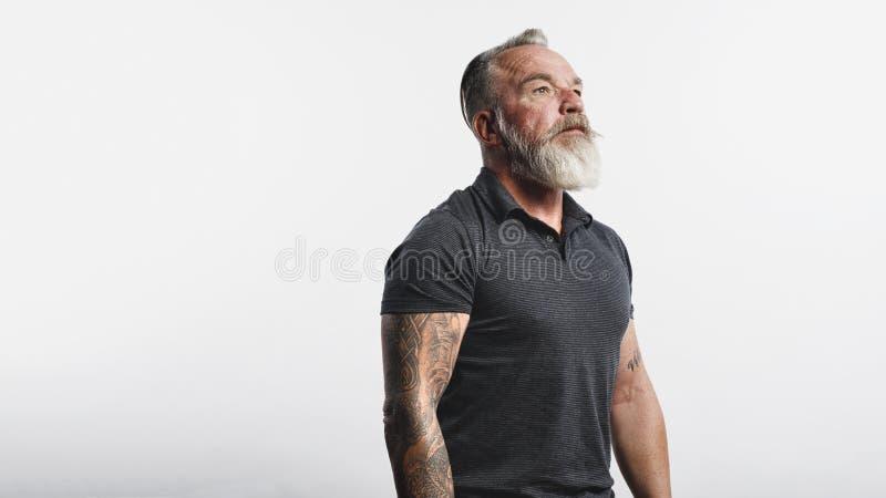 Hogere mens met witte baard royalty-vrije stock fotografie