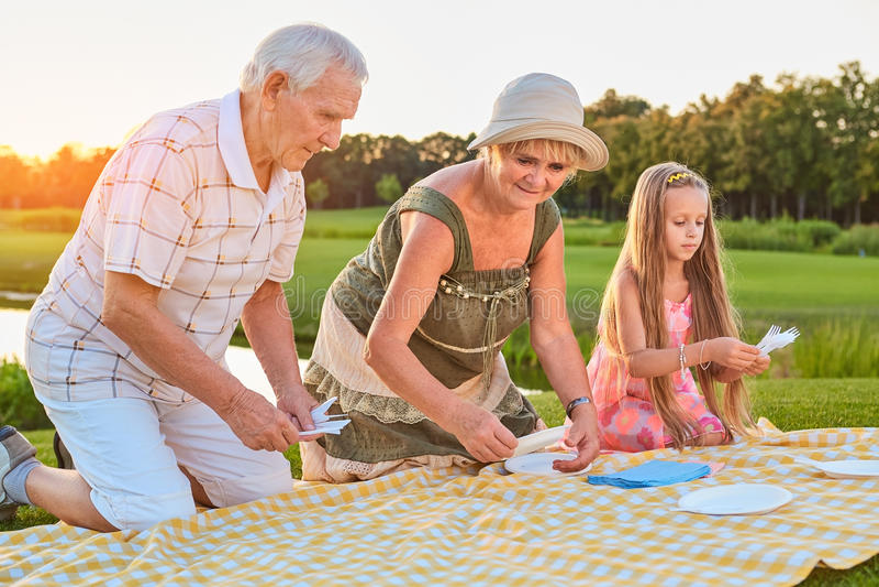 Hogere mensen met kleindochter royalty-vrije stock foto