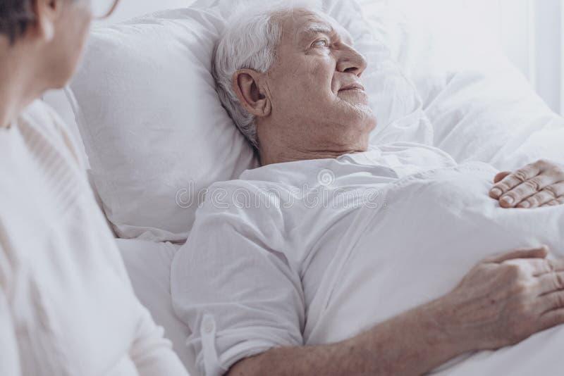 Hogere mensenzieken met kanker stock afbeelding