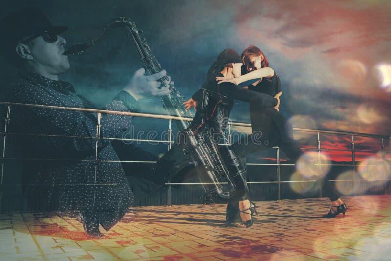 Hogere paarballroom dansen Dubbele blootstelling royalty-vrije stock afbeelding