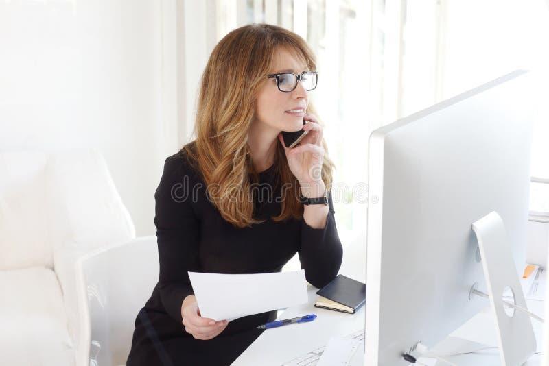 Hogere rekeningsstafmedewerker stock foto's