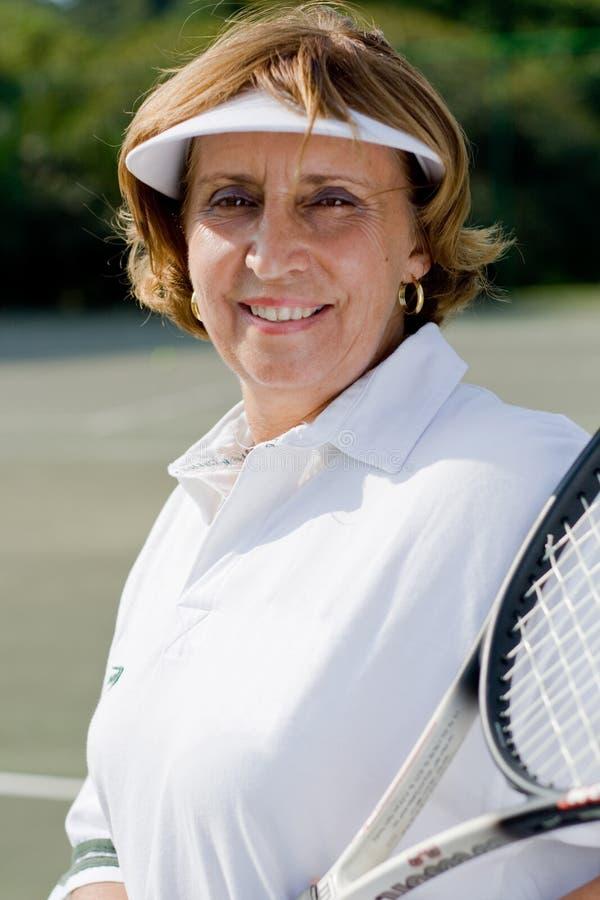Hogere tennisspeler royalty-vrije stock afbeelding