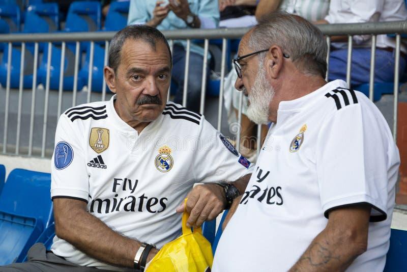 Hogere Ventilators van Real Madrid op het stadion van Santiago Bernabéu in Madr royalty-vrije stock fotografie