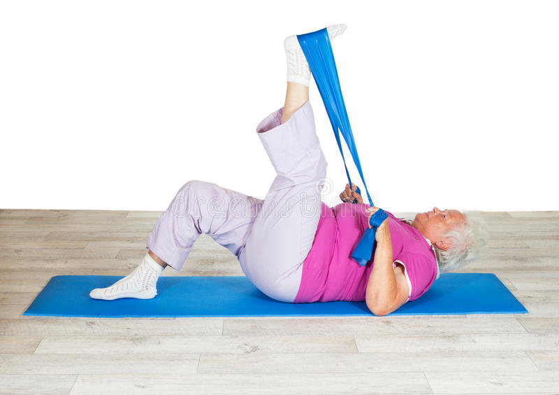 Hogere vrouw die voor mobiliteit uitoefent stock foto's