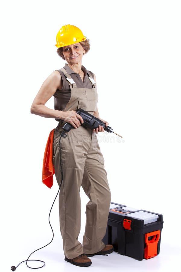 Hogere vrouw met een boorhulpmiddel stock afbeelding
