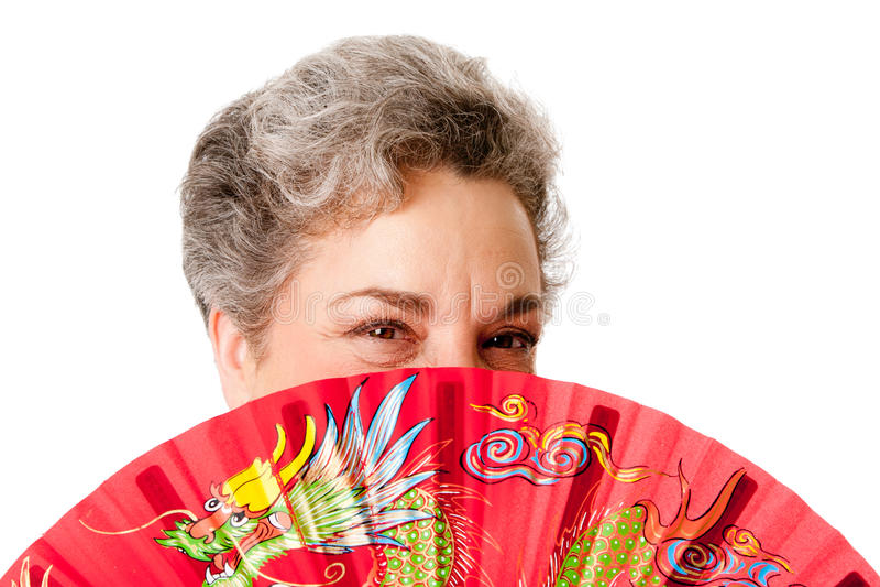 Hogere vrouw met rode draakventilator stock afbeelding