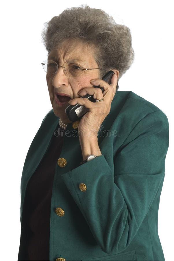 Hogere vrouw op telefoon stock fotografie