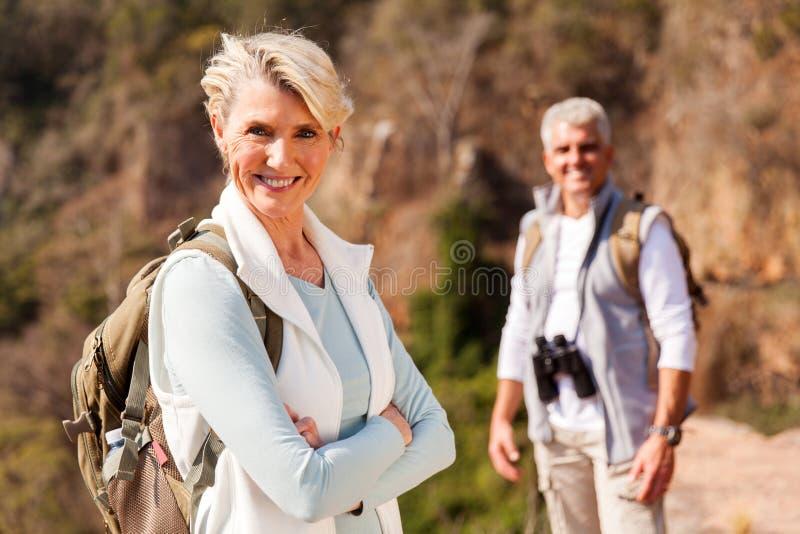 Hogere vrouwelijke wandelaar royalty-vrije stock fotografie