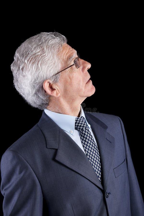Hogere zakenman die omhoog kijkt royalty-vrije stock afbeeldingen