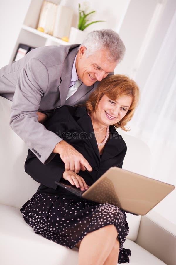 Hogere zakenman twee stock foto