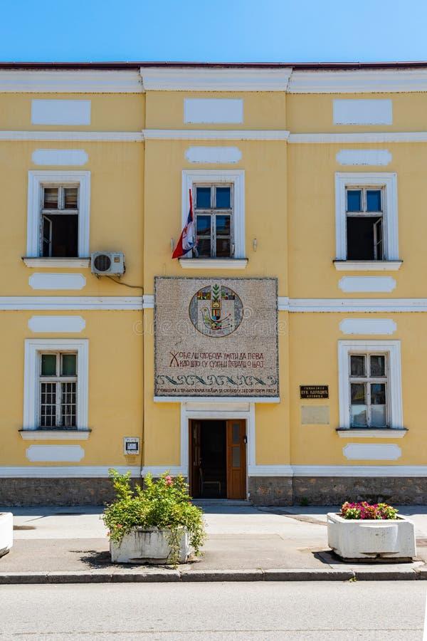 Hogeschool Gimnazija: serbian 'Vuk Karadzic' in Loznica, Servië stock foto's
