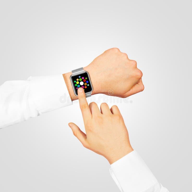 Hohe Abnutzung des intelligenten Uhrmenüschirm-Spotts auf der Hand stockfoto