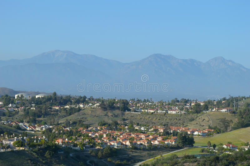 Hohe Ansicht südlichen inländischen Vororts Kaliforniens stockfoto