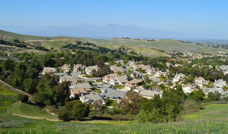 Hohe Ansicht südlichen inländischen Vororts Kaliforniens stockbilder
