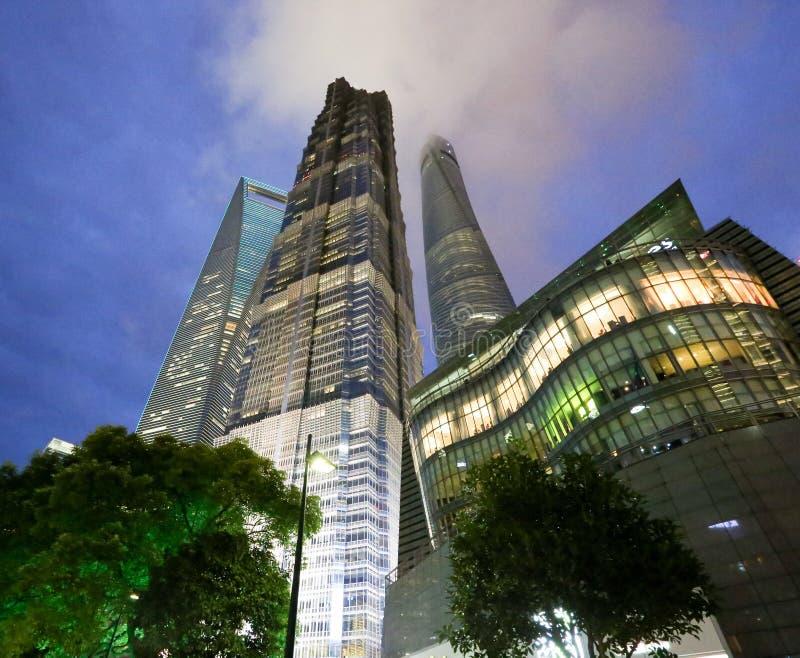 Hohe Anstieggebäude stockbild