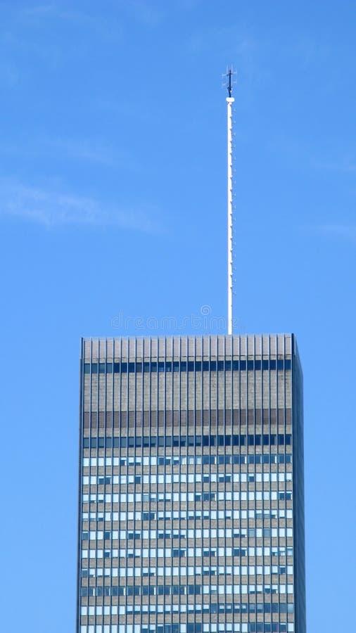 Hohe Antenne auf Wolkenkratzer stockfotos