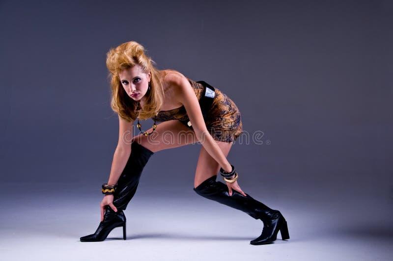 Hohe Art und Weise Blondine stockfotos