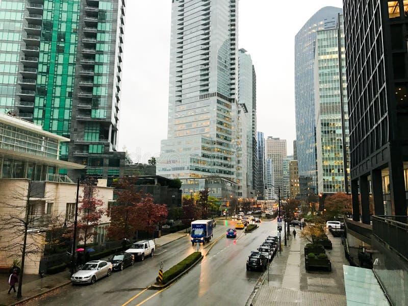 Hohe Aufstiegs-Wohnungen in im Stadtzentrum gelegenem Vancouver, BC stockbild