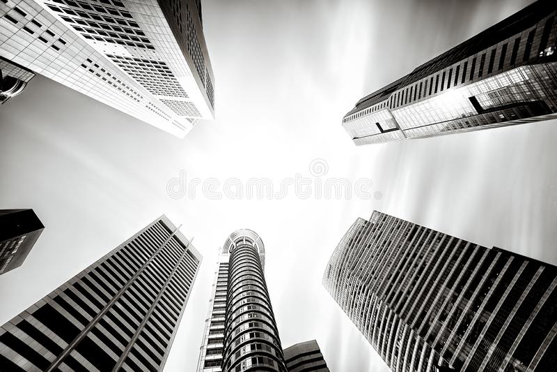 Hohe hohe Aufstiegsbürogebäude in Singapur stockfoto