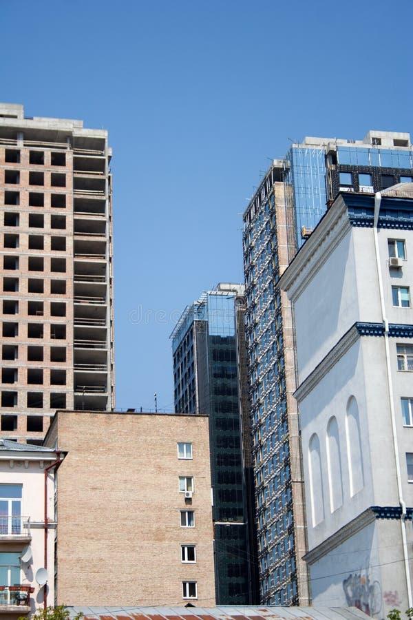 Hohe Aufstiegsgebäude im Bau im im Stadtzentrum gelegenen Bezirk stockfoto