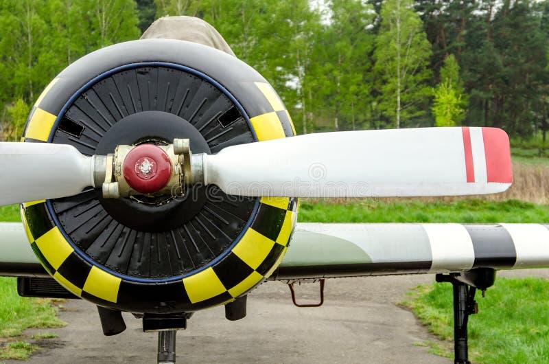 Hohe ausführliche Nahaufnahmeansicht über kleine Flugzeuge lizenzfreies stockfoto
