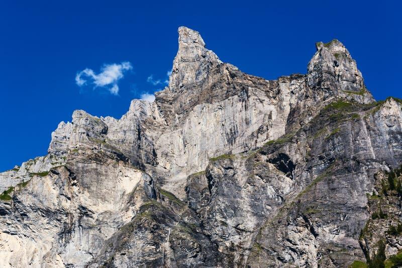 Hohe Bergspitze stockbilder