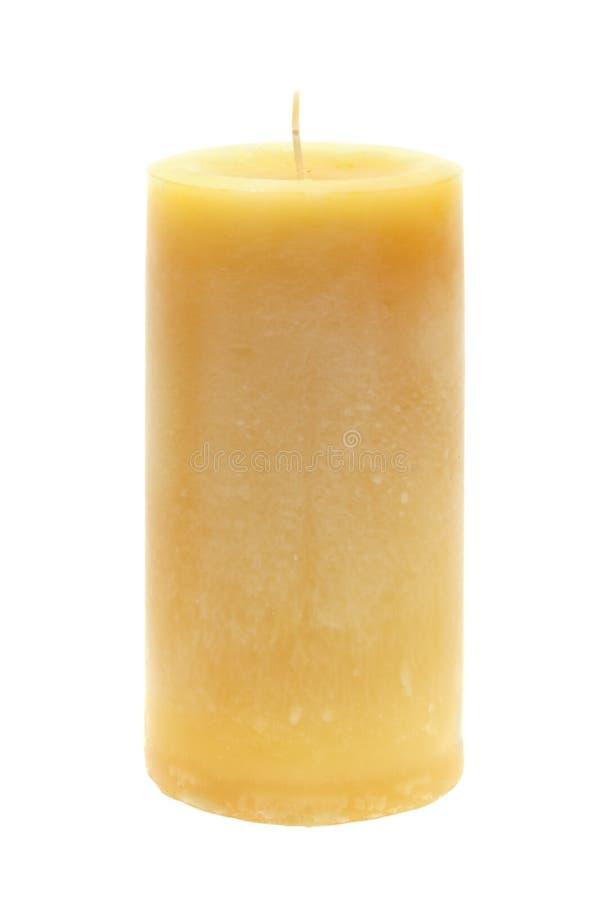 Hohe gelbe Wachskerze auf Weiß lizenzfreies stockfoto