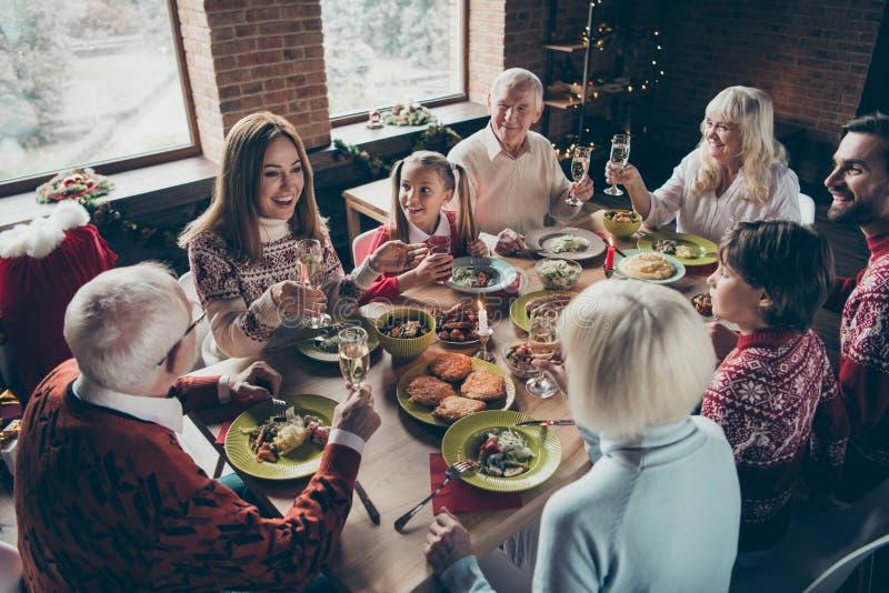 Hohe oben genannte Winkelsicht noel verschiedenen Familientreffens freundlich stockfoto