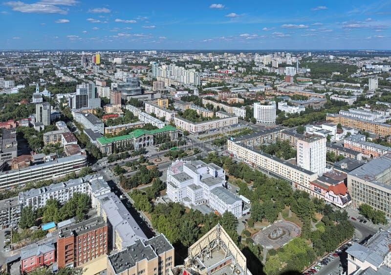 Hohe Winkelsicht der nordöstlichen Seite von Jekaterinburg, Russland stockfotos