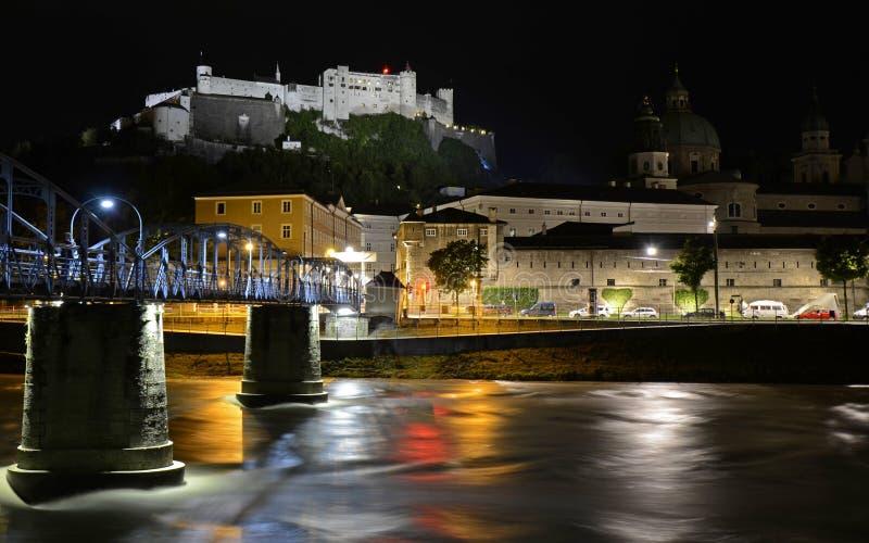 Hohensalzburg堡垒的看法在晚上 奥地利萨尔茨堡 免版税图库摄影