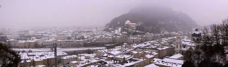 从Hohensalzburg堡垒老城堡的全景在萨尔茨堡 免版税库存照片