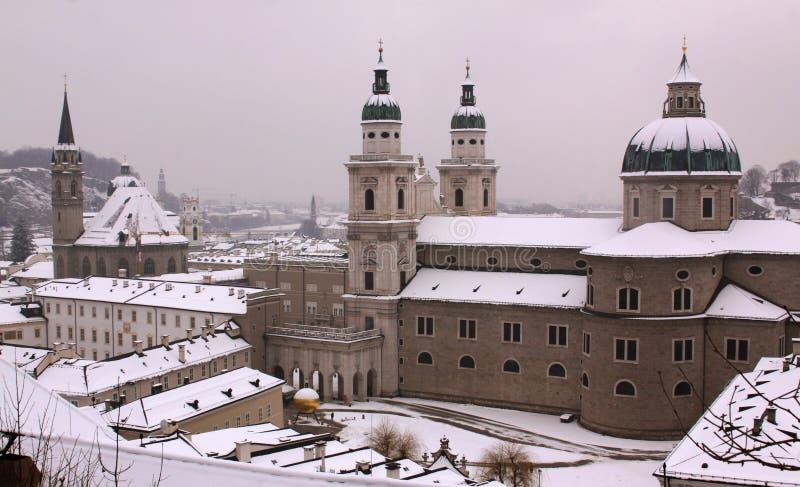 从Hohensalzburg堡垒老城堡的萨尔茨堡主教座堂视图在萨尔茨堡 免版税库存图片