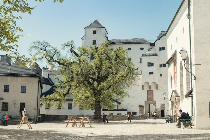 Hohensalzburg Castle ή φρούριο Festung Hohensalzburg στην κορυφή του λόφου Festungsberg στην πόλη του Σάλτζμπουργκ, Αυστρία στοκ φωτογραφία με δικαίωμα ελεύθερης χρήσης
