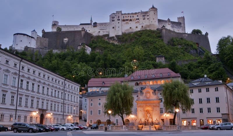 Hohensalzburg de Salzburg en la oscuridad fotografía de archivo libre de regalías