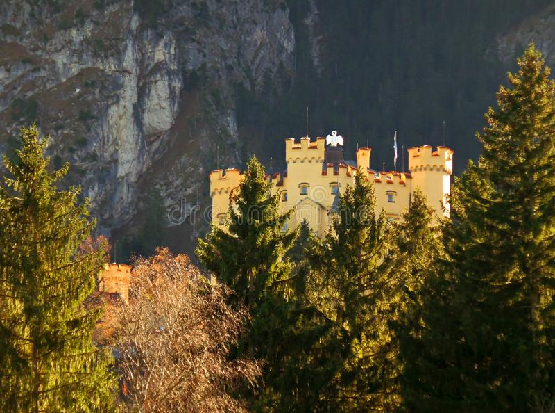 Hohenschwangau em Autumn Sunlight, Baviera imagens de stock