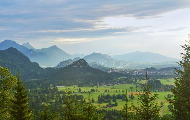Hohenschwangauvallei tijdens de regen, Beieren, Duitsland royalty-vrije stock foto