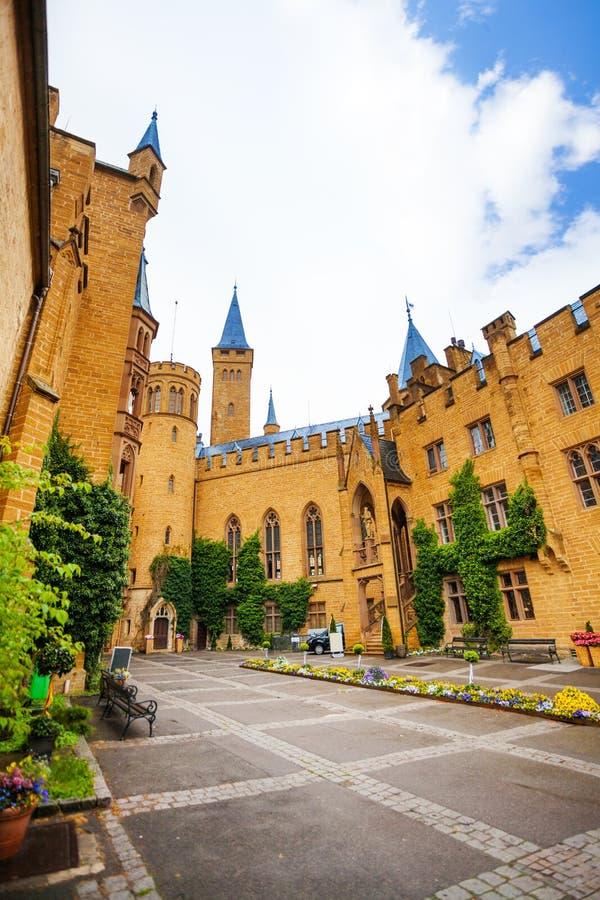 Hohenzollern bonito da jarda interna com hera imagens de stock royalty free