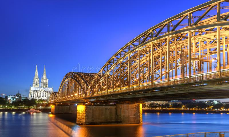 Hohenzollern-Brücke Köln Deutschland lizenzfreies stockfoto