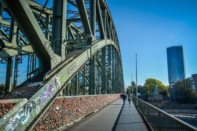 Hohenzollernbrug, Keulen, Duitsland stock afbeelding
