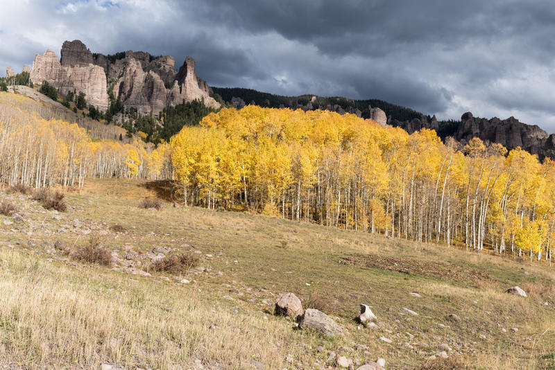 Hoher Mesa Pinnacles in Cimarron-Tal Colorado stockfoto