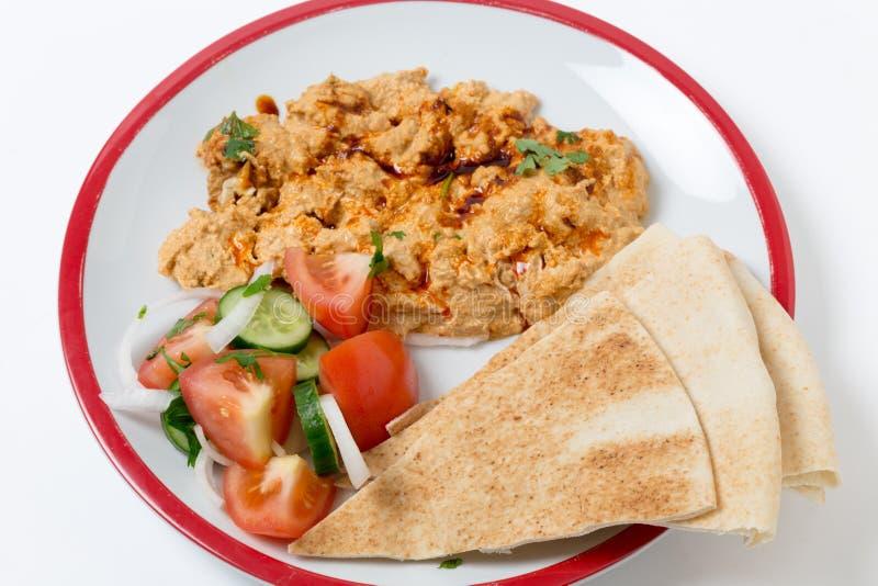 Hoher Winkel des Brotes, des Salats und des circassian Huhns stockfotos