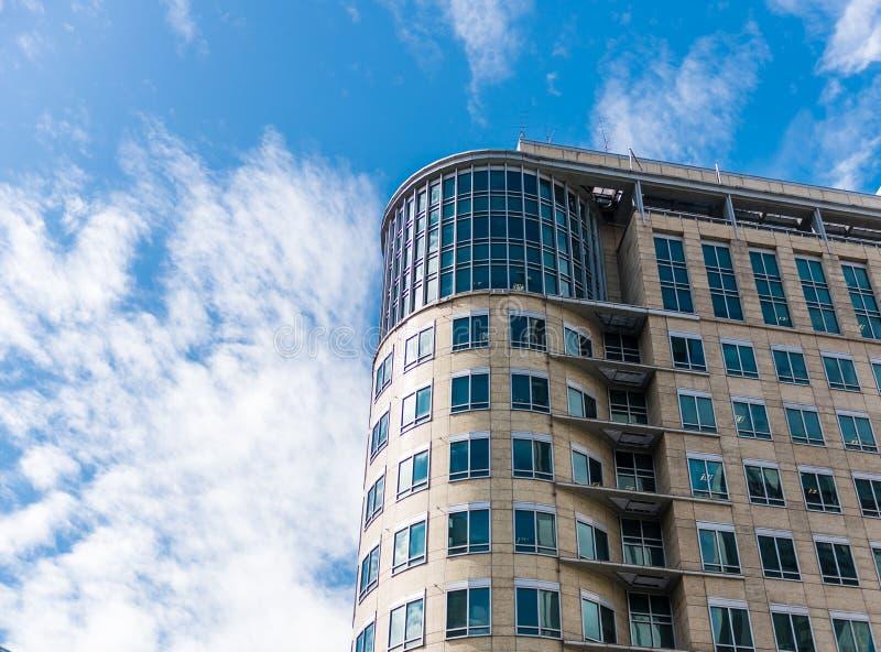 Hohes Gebäude in der Mäuseansicht stockfotos