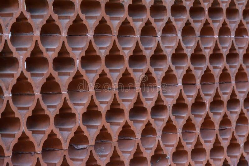Hohle Ziegelsteine benutzt als Abteilungen zwischen zwei Höfen lizenzfreie stockbilder