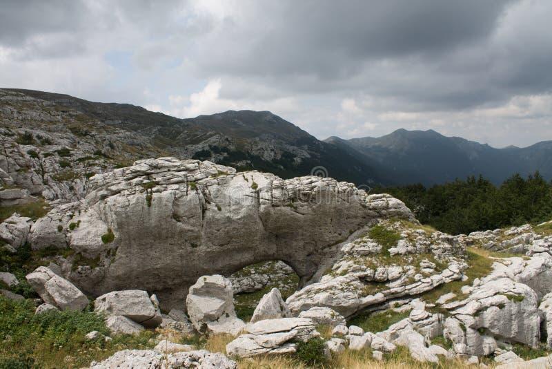 Hohler Felsen auf Kamesnica-Berg stockbilder