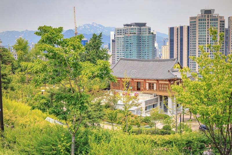 Hohyeondang Salão o 20 de junho de 2017 no parque de Namsan, Seoul, Coreia imagens de stock