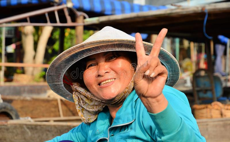 HOI EINE - VIETNAM - 5. März 2015 Frau im Blau stockfotos