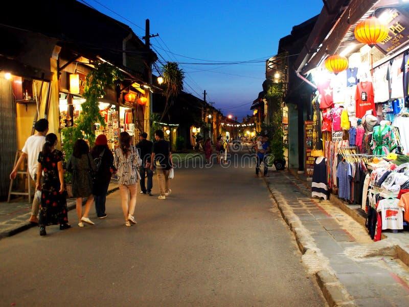 HOI, en historisk japansk kines och en europeisk internationell marknad i VIETNAM royaltyfri foto