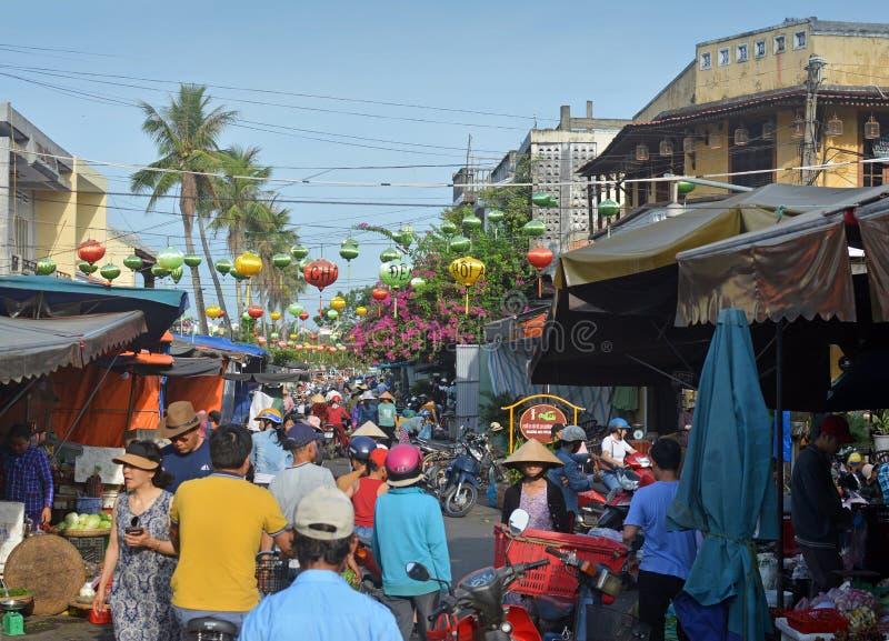 Hoi An Market Vietnam su una mattina occupata fotografia stock