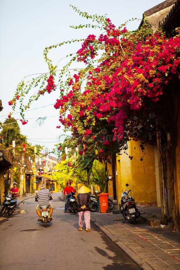HOI, QUANG NAM, VIETNAM, le 26 avril 2018 : Beau début de la matinée à la rue dans Hoi une ville antique photo libre de droits
