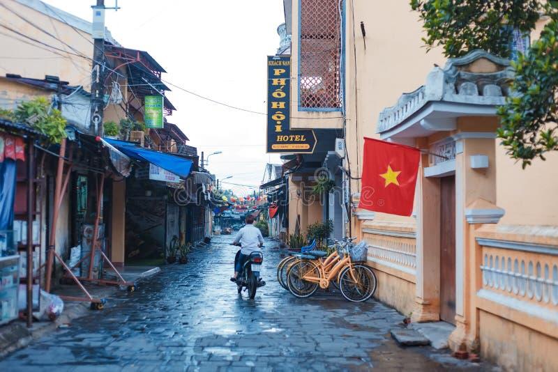 HOI, QUANG NAM, VIETNAME, O 20 DE SETEMBRO DE 2018: Cidade antiga de Hoi An da visita dos turistas Hoi An é um destino popular do imagem de stock